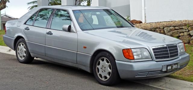 1992-1993_Mercedes-Benz_300_SE_(W140)_sedan_02