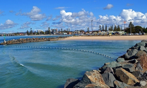 Tuncurry tilted