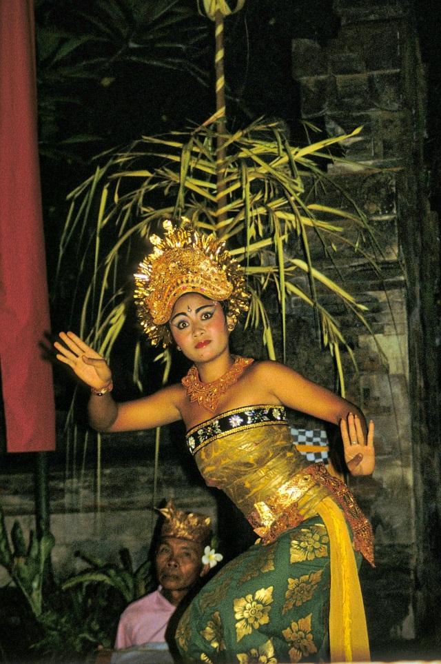 Barong dancer R59_orb