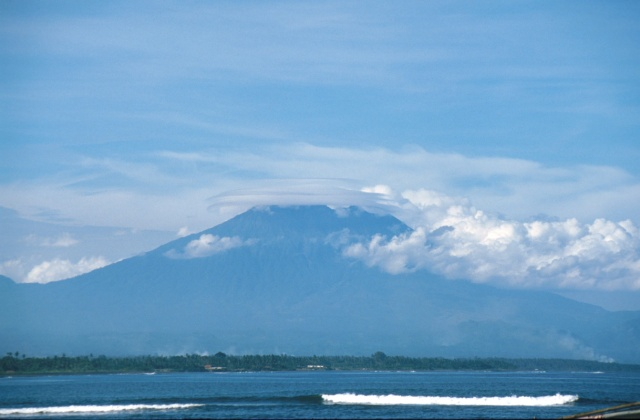 Gunug Agung+cloud 85