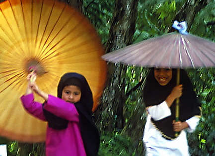 Umbrella girls 89enh crop