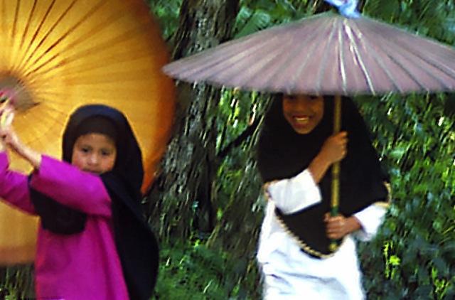 Umbrella girls 89orig crop
